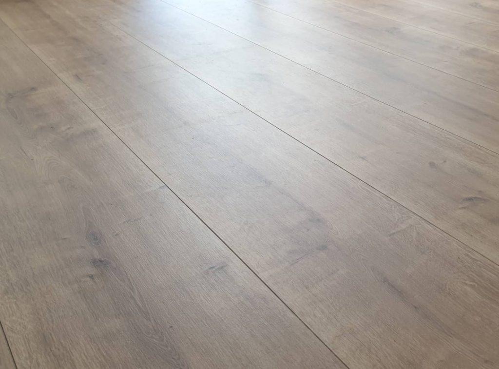 Laminált padló-Holló Bt