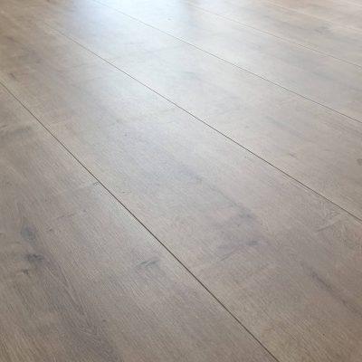 Csempe -és padlóburkolás